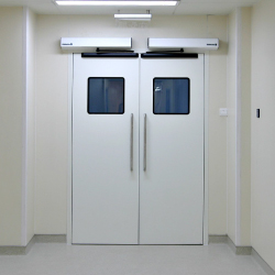 Tipos de puertas cortafuegos batientes correderas y de for Puertas contra incendios